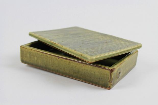 Rectangular feather-slip-lidded box by Edward Hughes